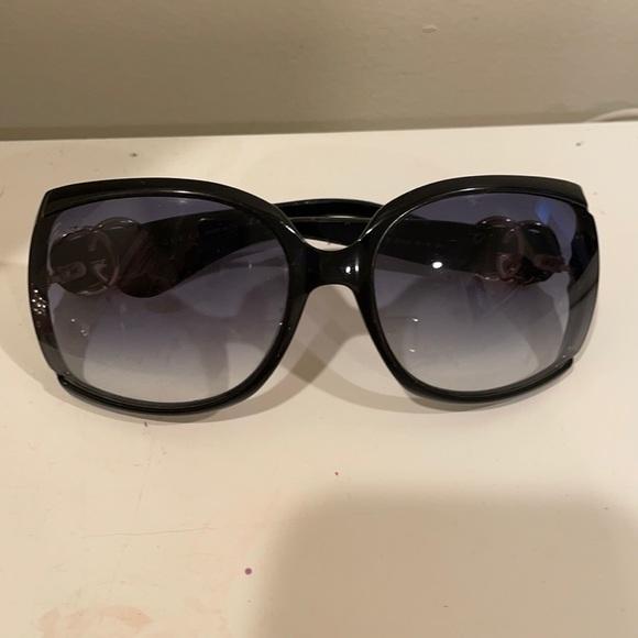 Gucci sunglasses/Black